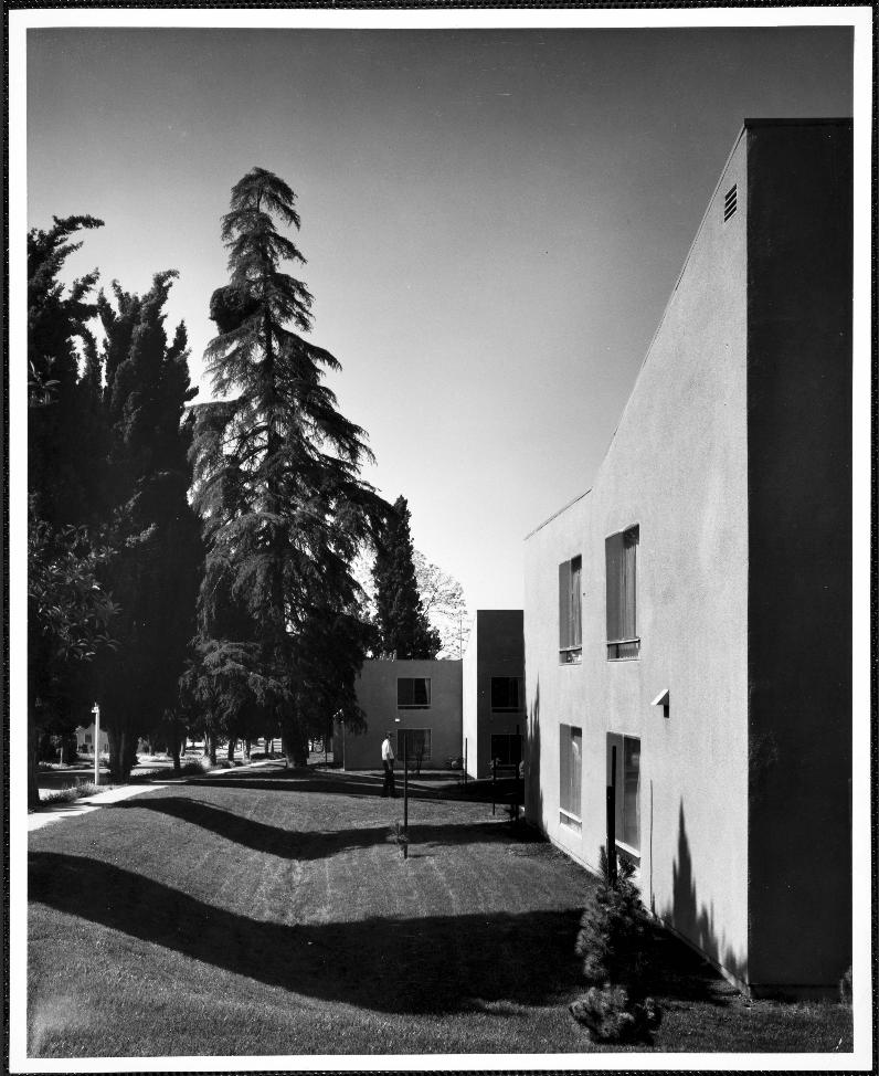 Peppertree Apartments: La Pintoresca; Pepper Street Apartments