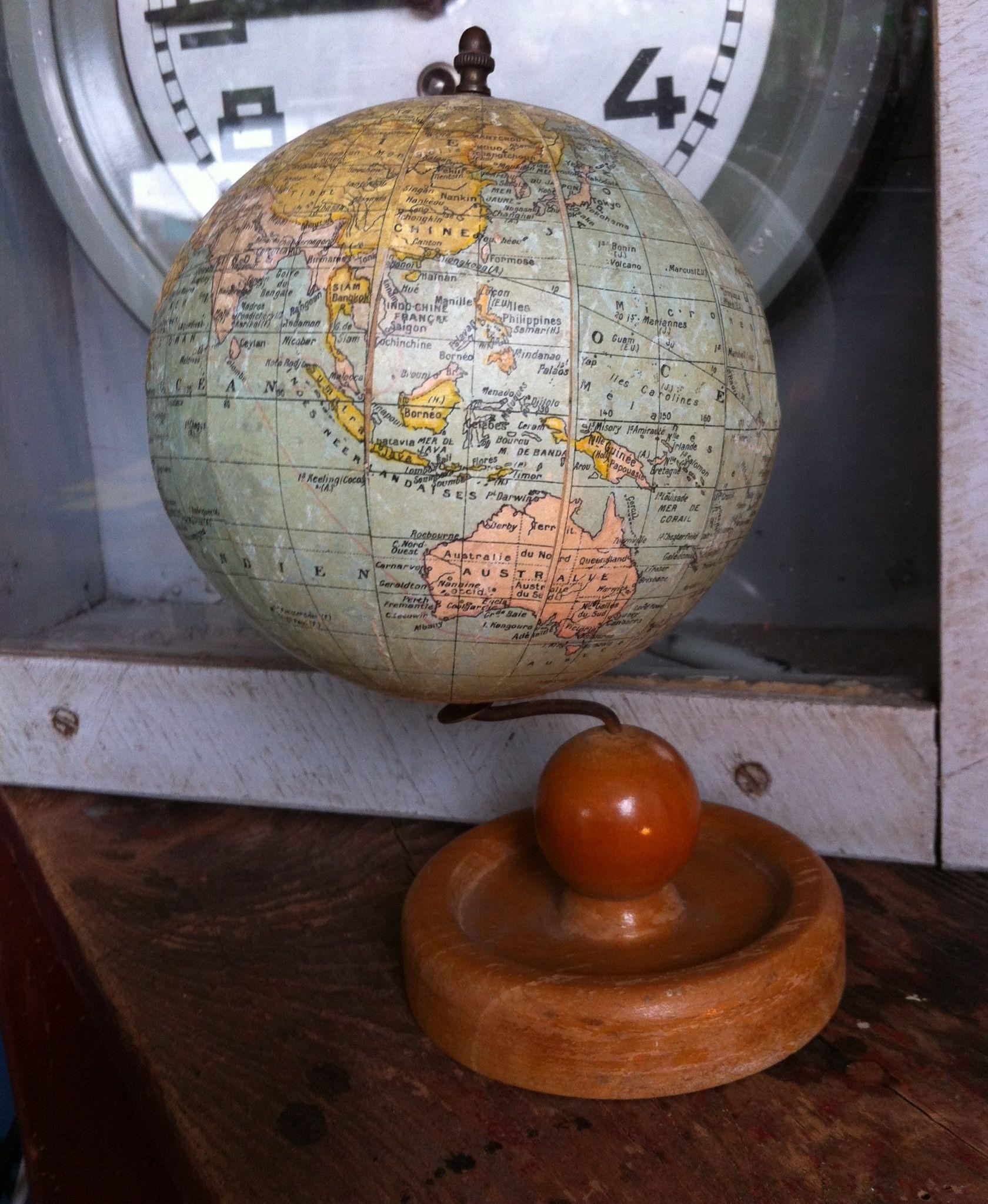 globe terrestre petit globe terrestre pied bois verni. Black Bedroom Furniture Sets. Home Design Ideas