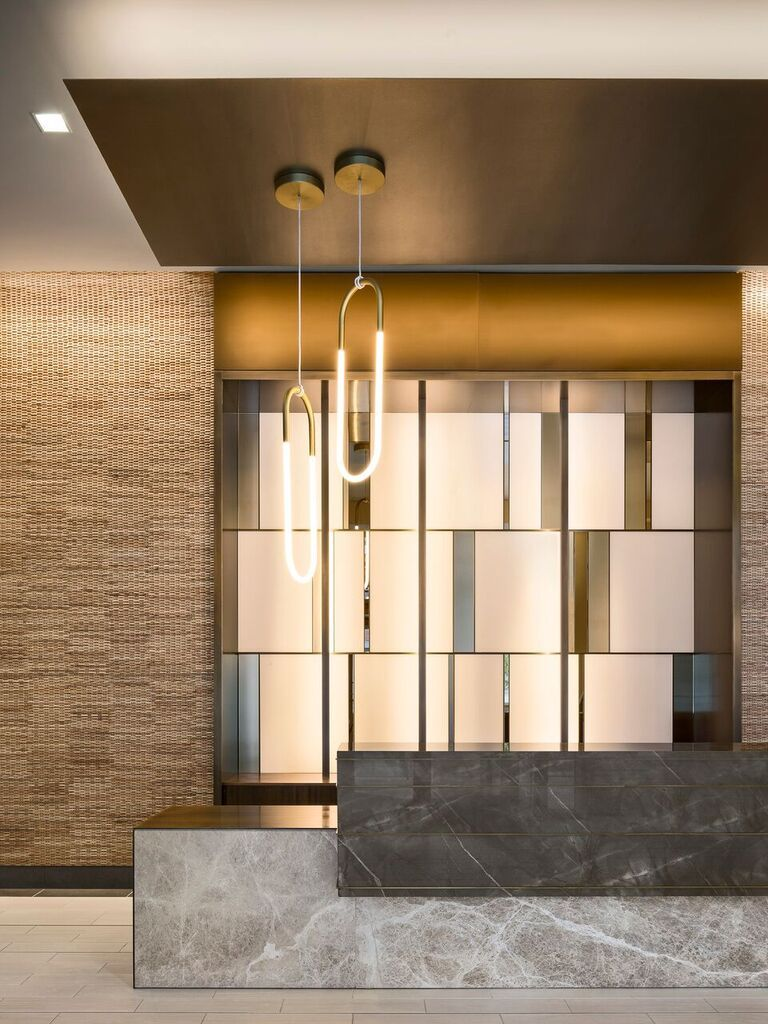 Jersey City Nj With A Soothing Color Palette And Alternatively Textured And Reflective Materials Fog Lobby Interior Design Lobby Design Reception Desk Design