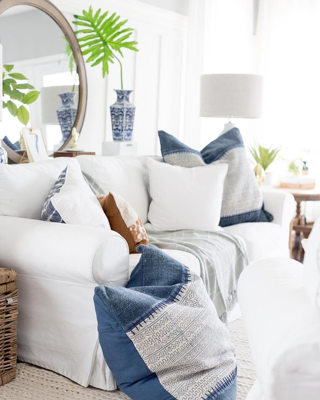 Color combos we live for: navy and white! Thanks for sharing your ...