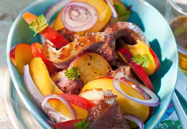 Salade de magrets marinés aux pêches, vinaigrette au mielDécouvrez la recette de la salade de magrets marinés aux pêches, vinaigrette au miel