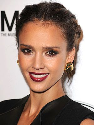 Jessica Alba s Beauty Routine  For Real-Life and the Red Carpet  f4a724520b69