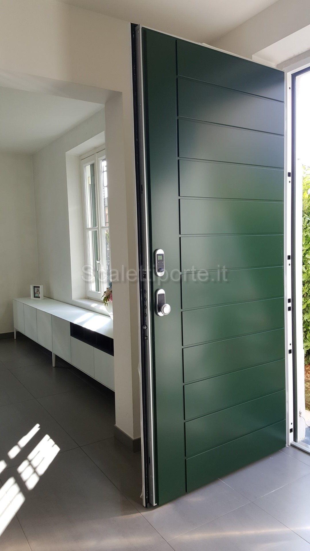 In questa villa si accede da una prestante porta blindata Dierre ...