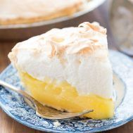 Aunt Tootsie's Lemon Meringue Pie - this recipe is a family favorite! It's an easy pie recipe with homemade lemon filling and meringue. Everyone loves it! #lemonmeringuepie