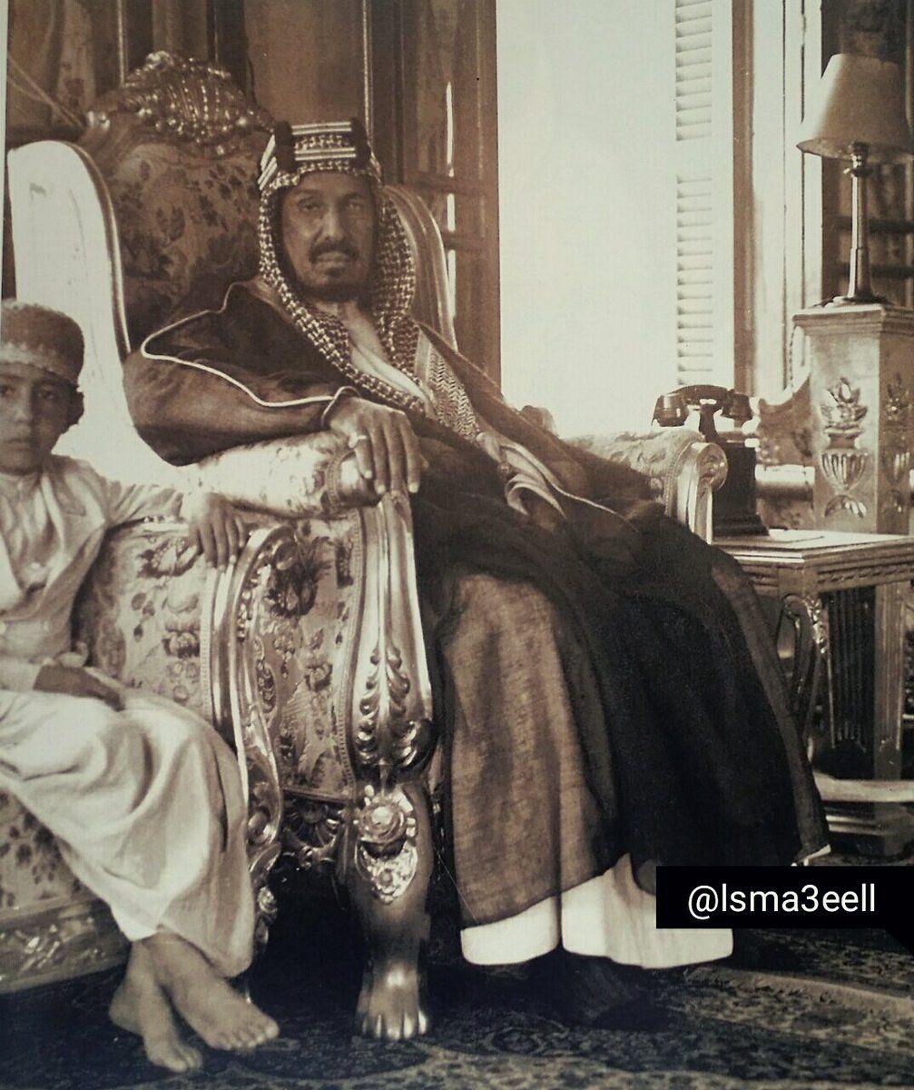 الملك عبدالعزيز مع احد ابنائه في قصر خزام بجدة عام 1940 Arab Culture Saudi Arabia Culture Saudi Princess