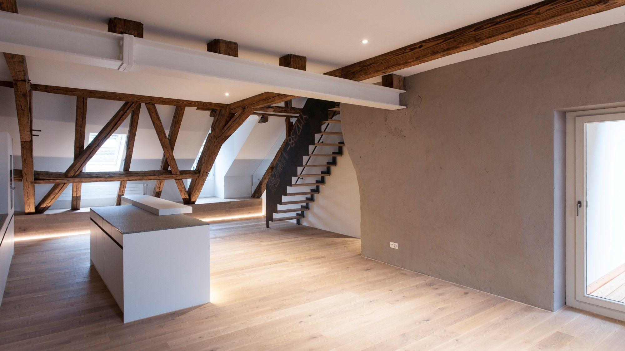 wangentreppe k che weiss dachwohnung parkett eiche einrichten pinterest parkett. Black Bedroom Furniture Sets. Home Design Ideas
