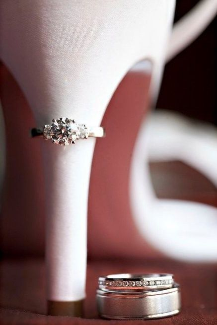 I would love a photo like this of the rings. It's perfect since my band and e-ring don't go together perfectly.