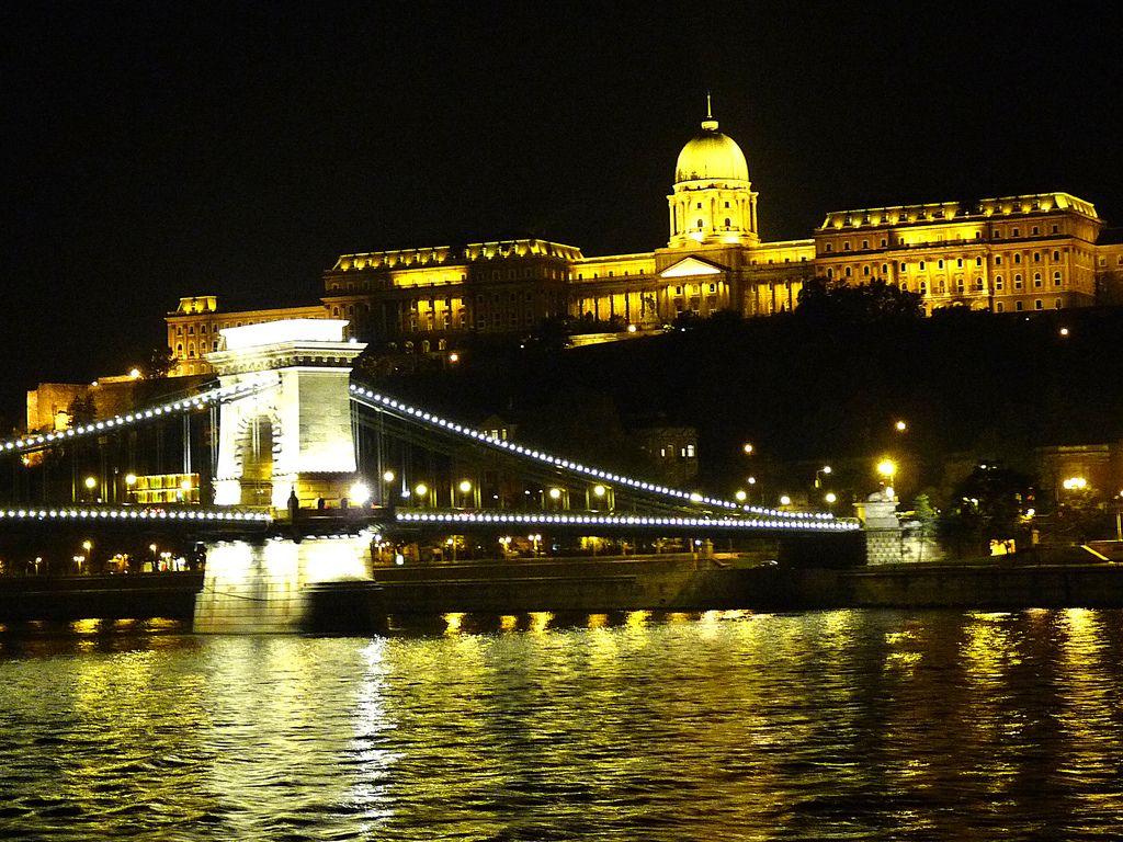 https://flic.kr/p/8V6zUM | Buda Castle at Night