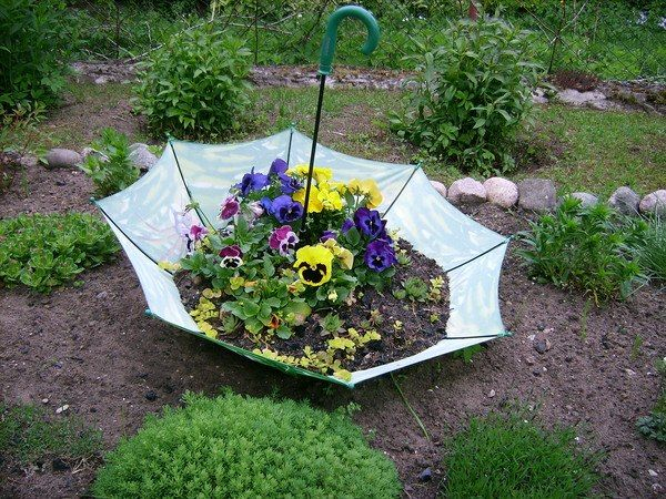an interesting garden decor using old umbrella | DIY Garden ...