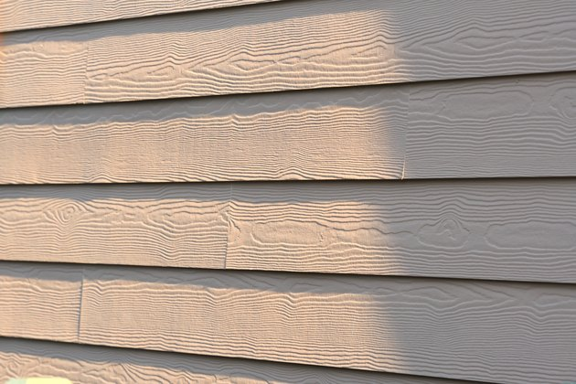 Fiber Cement Siding Vs Hardiplank Siding Fiber Cement Siding Cement Siding Vinyl Siding