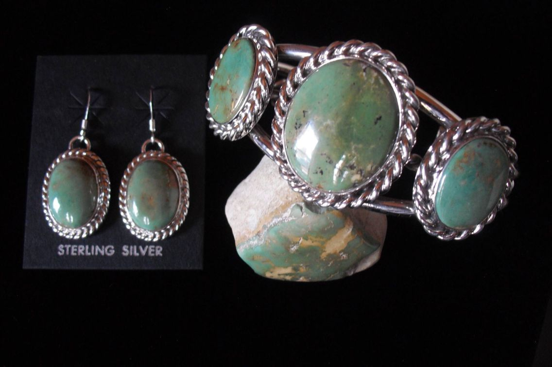 Beautiful Natural NM Green Hachita turquoise set custom made by Andy Brown. Stunning set.