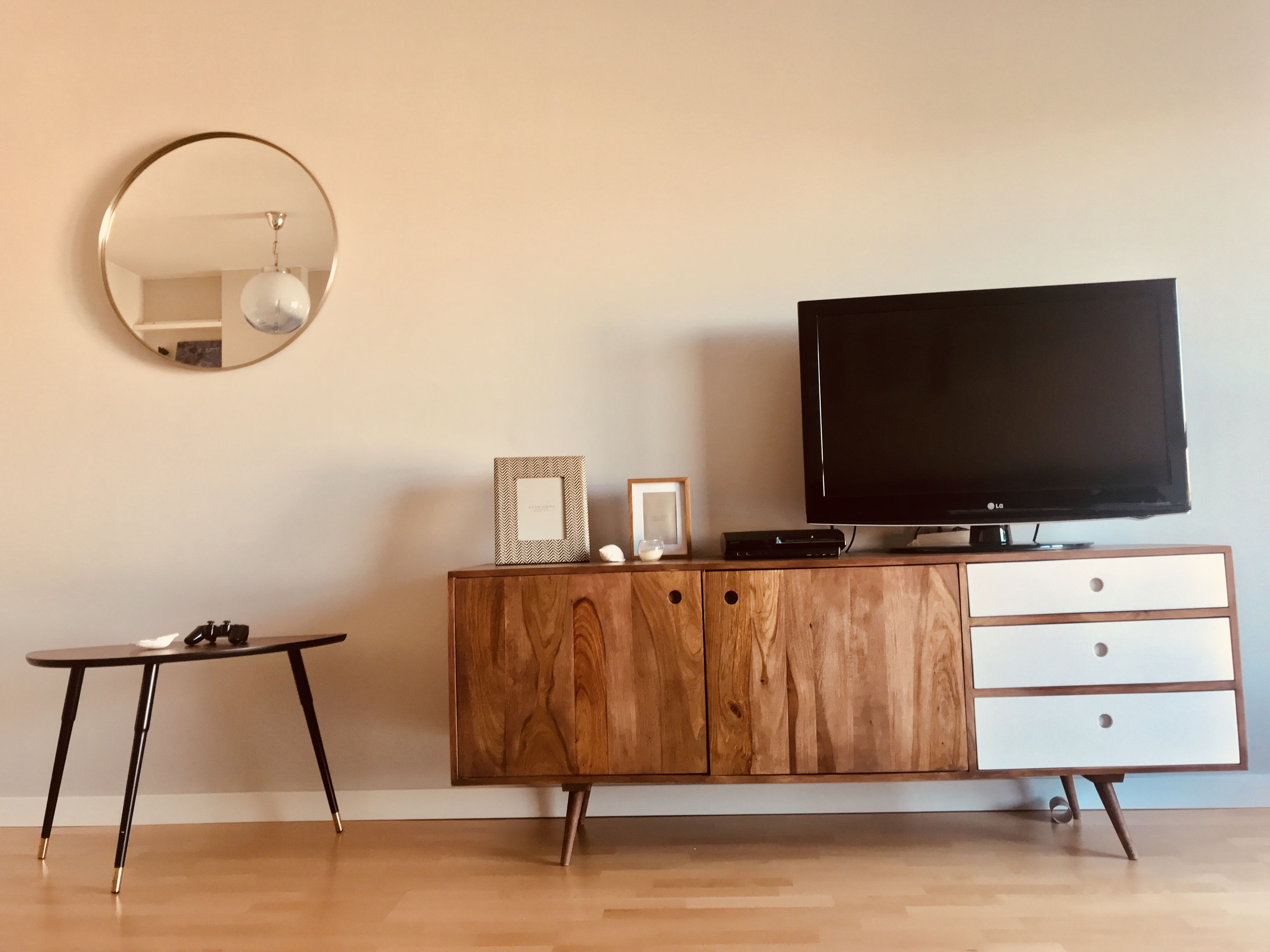Nice Living Room Decorated With 2nd Hand Furniture Diyproject