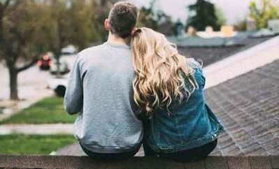 دلائل الحب الصادق عند الرجل تظهر بمجرد وقوع الرجل في الحب فهناك الكثير من علامات الحب التي لا يستطيع الرجل إنكارها فالحب هو Couple Photos Scenes Supportive