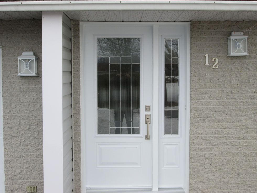 Glass and timber door with side panel in white #doors Portes d