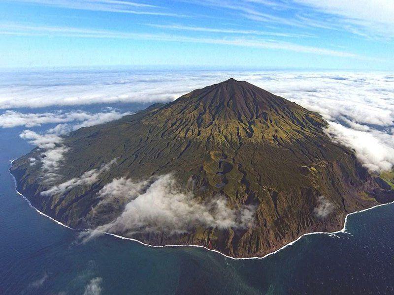 """Já ouviu falar na ilha Tristão da Cunha? Se quiser da uma espiada no Google Maps você vai perceber que ela está distante de tudo. Trata-se de uma ilha com apenas 207 km², com 268 habitantese que tem otítulo de """"ilhamais isolada do mundo"""", reconhecido pelo """"Guiness Book"""". AÁfrica do Sul é o continente mais...<br /><a class=""""more-link"""" href=""""https://catracalivre.com.br/geral/viagem-acessivel/indicacao/ilha-mais-remota-do-mundo-tristao-da-cunha-busca-professores/"""">Continue lendo »</a>"""