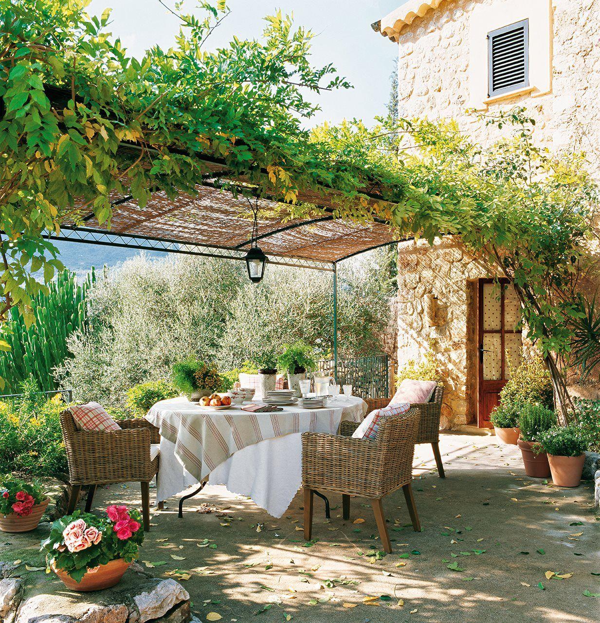 15 comedores con encanto al aire libre for Comedores de terraza baratos