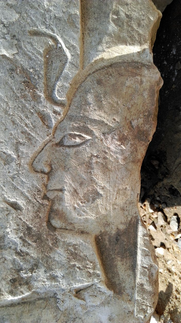 Zu klären gilt unter anderem, warum Ramses II. auf einer der Gesteinsplatten unter einem neuen Namen in Erscheinung tritt. Grabung Kairo | Bildrechte: Ägyptisches Museum/Universität Leipzig