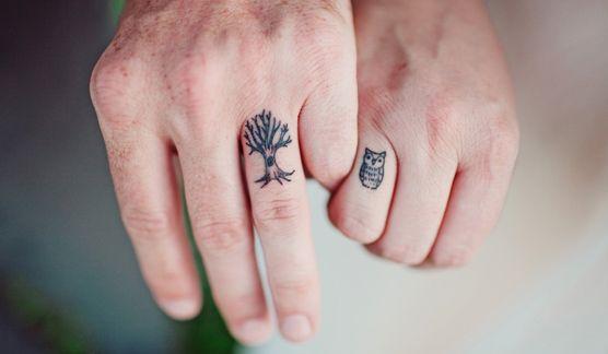 http://www.unabodaoriginal.es/blog/de-la-cabeza-a-los-pies/complementos-de-novia/tattoos-in-love www.fincasparabodas.es