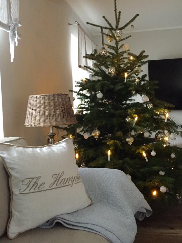 weihnachtsbaum silber wei rattan lampenschirm riviera maison kissen riviera maison quilt ib. Black Bedroom Furniture Sets. Home Design Ideas