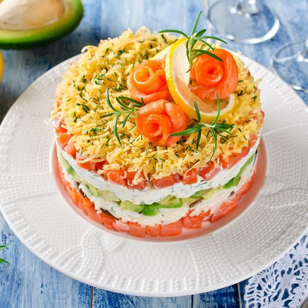 Mille feuilles de saumon ricotta concombre tomates et guacamole recette guacamole mille - Recette plat gastronomique ...