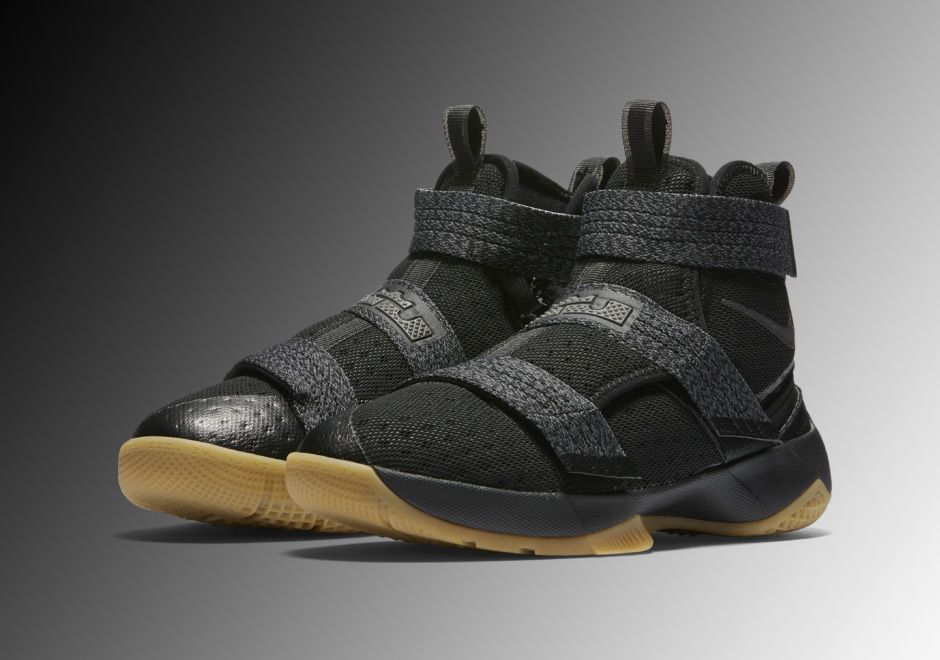 Nike LeBron Soldier 10 FlyEase | SneakerNews.com