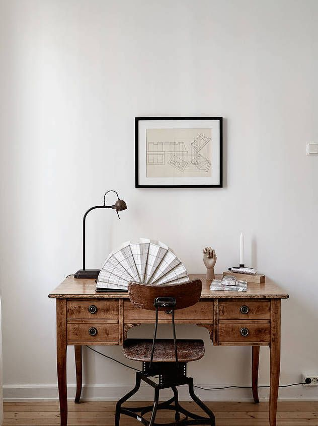 Cozy Bedroom With Wood Accents Interieur Maison Mobilier De