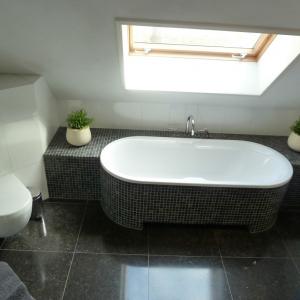 Badkamer. Afwerking badrand mozaiek | Verbouwing | Pinterest