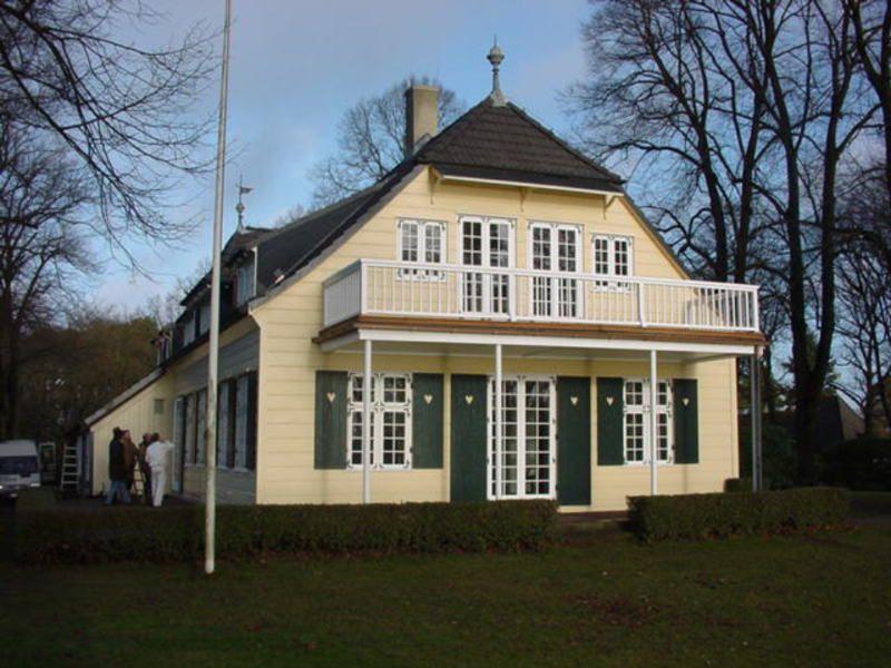 Haus der Arche Hamburg mit großem Balkon heller