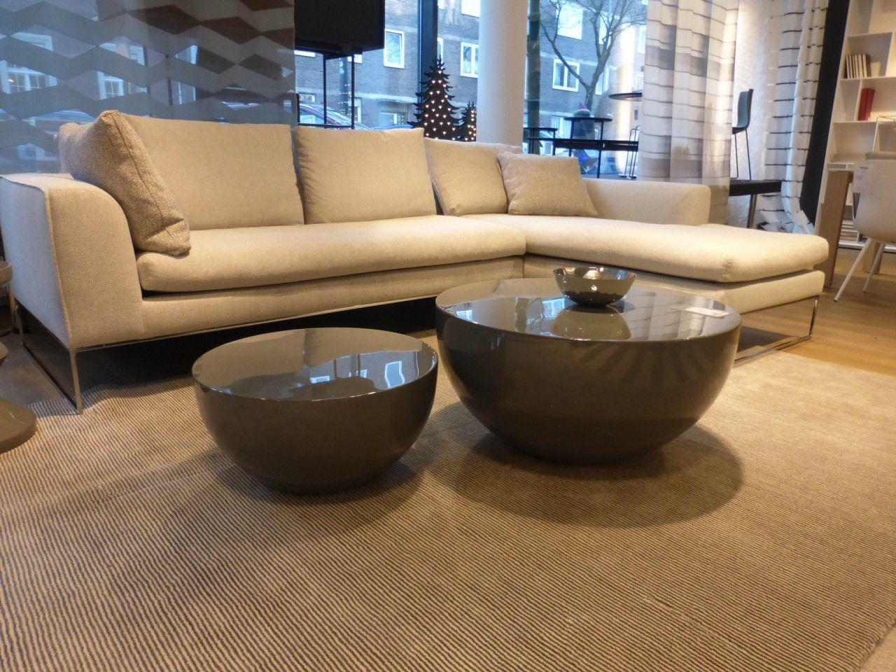 Die Runden Beistelltische Von Meridiani Sind Hochglanz Lackiert Und Ein Hingucker Vor Jedem Sofa Livingroom Wohnz Beistelltisch Hochtisch Niedrige Tische