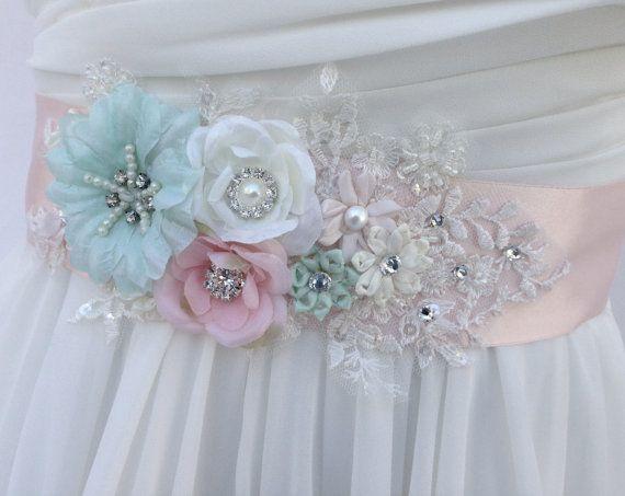 Blush Floral Sash Pin Soft Pink Brooch Sash Brooch Blush Fantasy Sash Pin Blush floral brooch Soft Pink Bridal Brooch Pin for sash