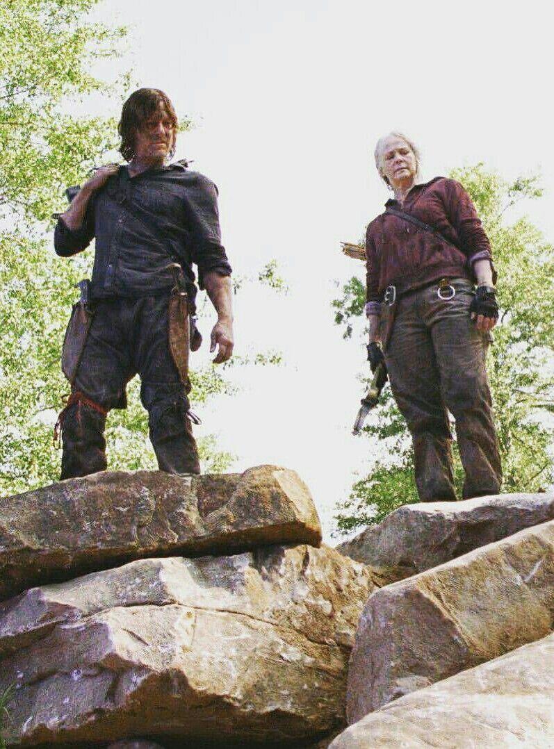 Season 10 Ep 1 Daryl Dixon And Carol Peletier Walking Dead Daryl Daryl And Carol The Walking Dead Tv