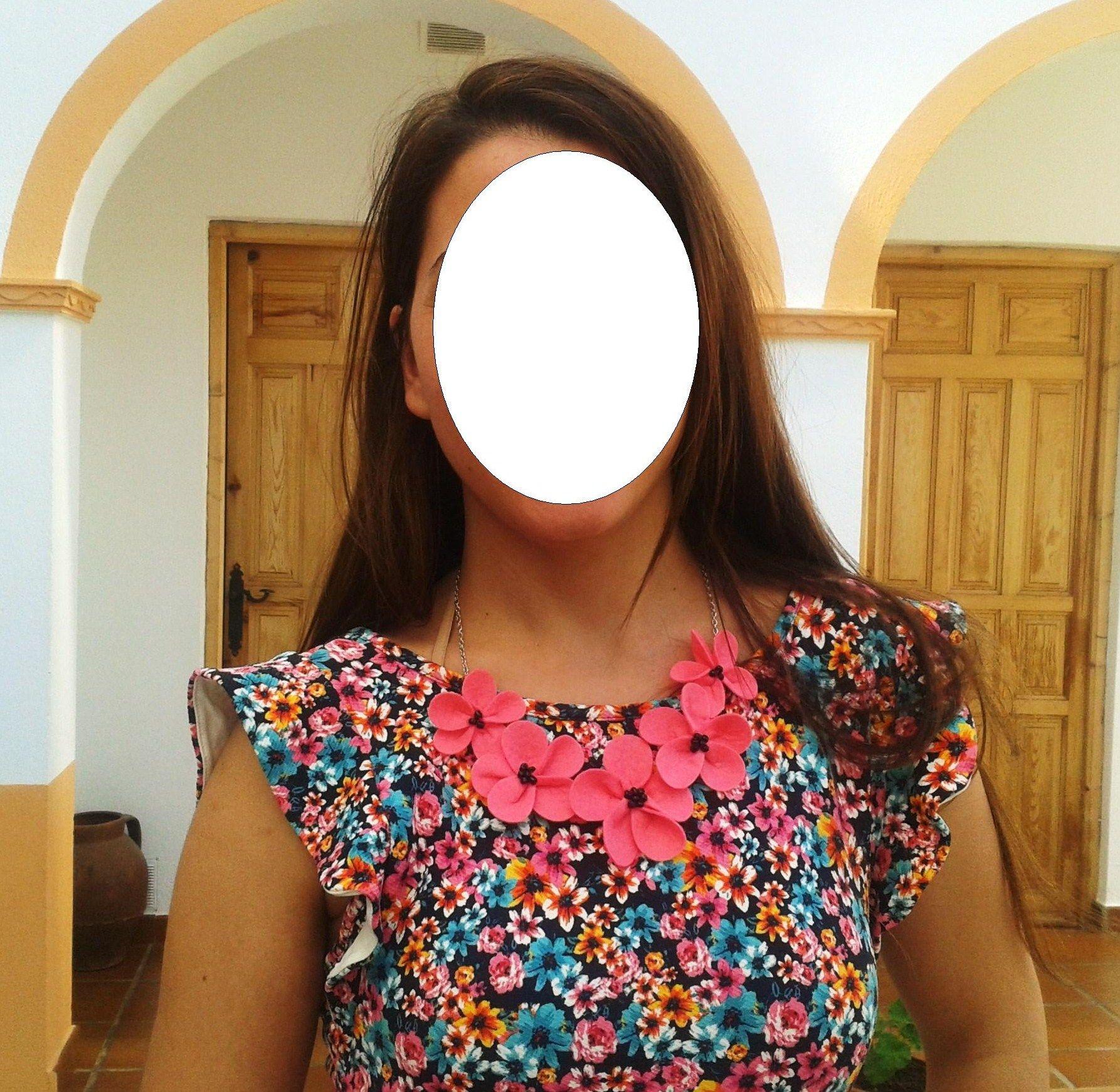 El Collar De Flores En Fucsia Tambien Combina Con Estampados De