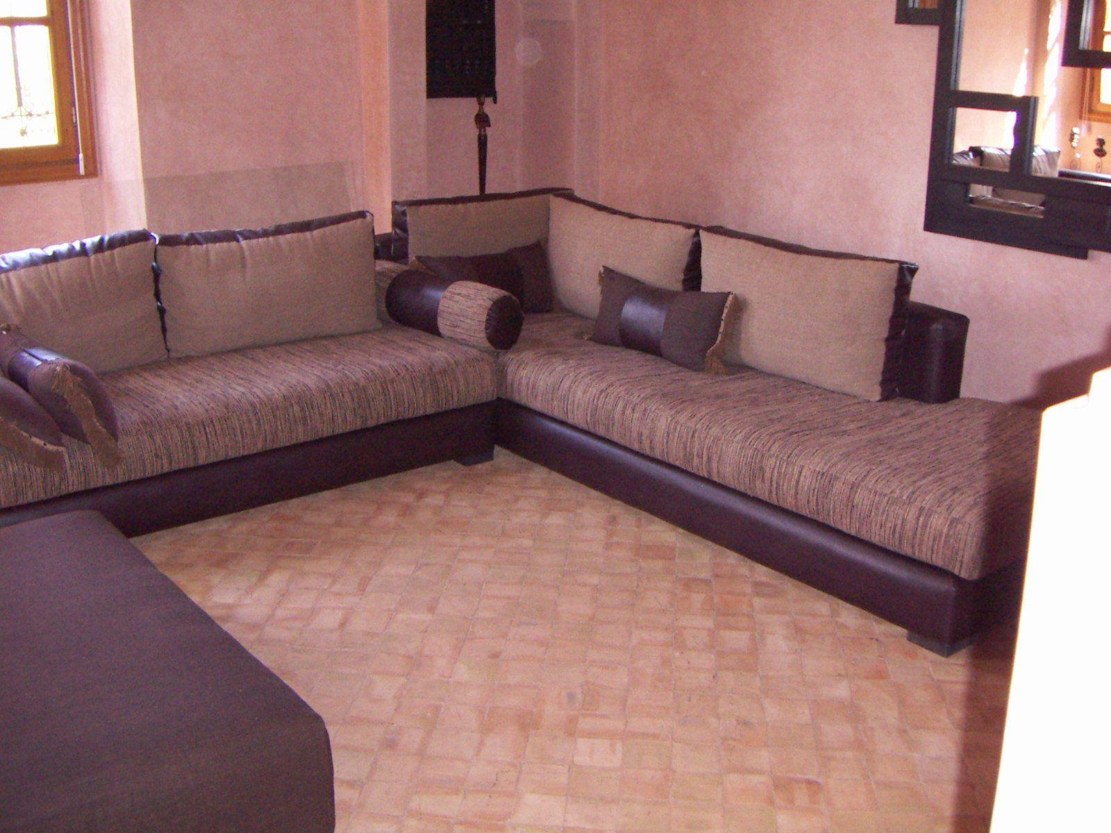 salon marocain moderne marron. Black Bedroom Furniture Sets. Home Design Ideas