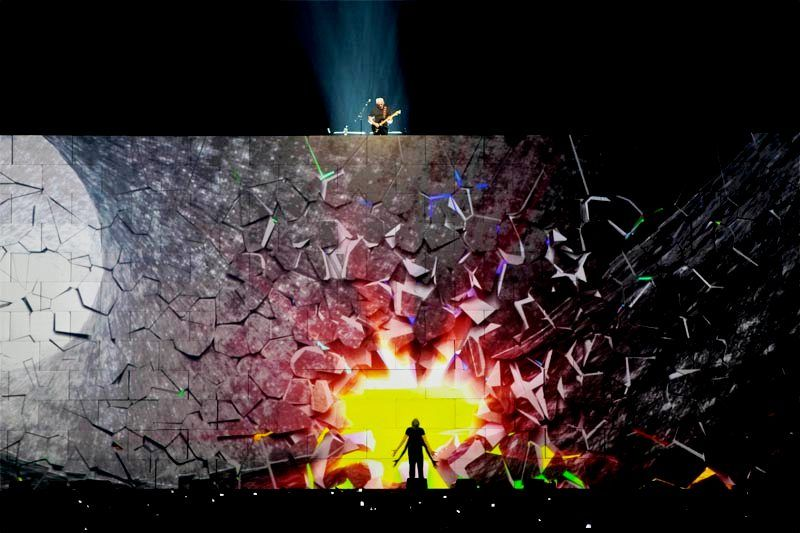 Pink Floyd The Wall Playing Comfortably Numb With Images