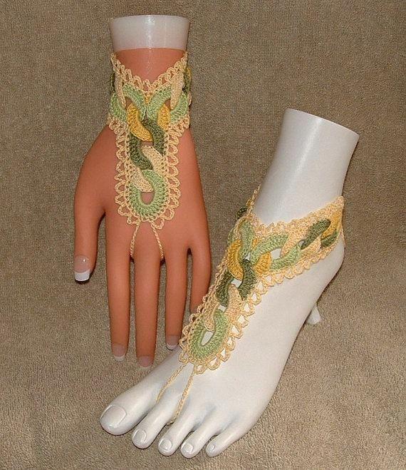 mão sobre pulseiras
