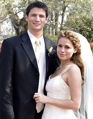 Nathan And Haley Wedding Tv In 2019 One Tree Hill