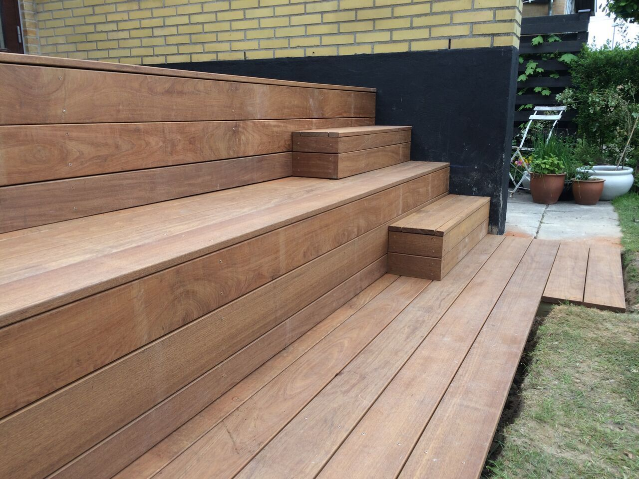 matt large and small steps coming off lowest garden. Black Bedroom Furniture Sets. Home Design Ideas