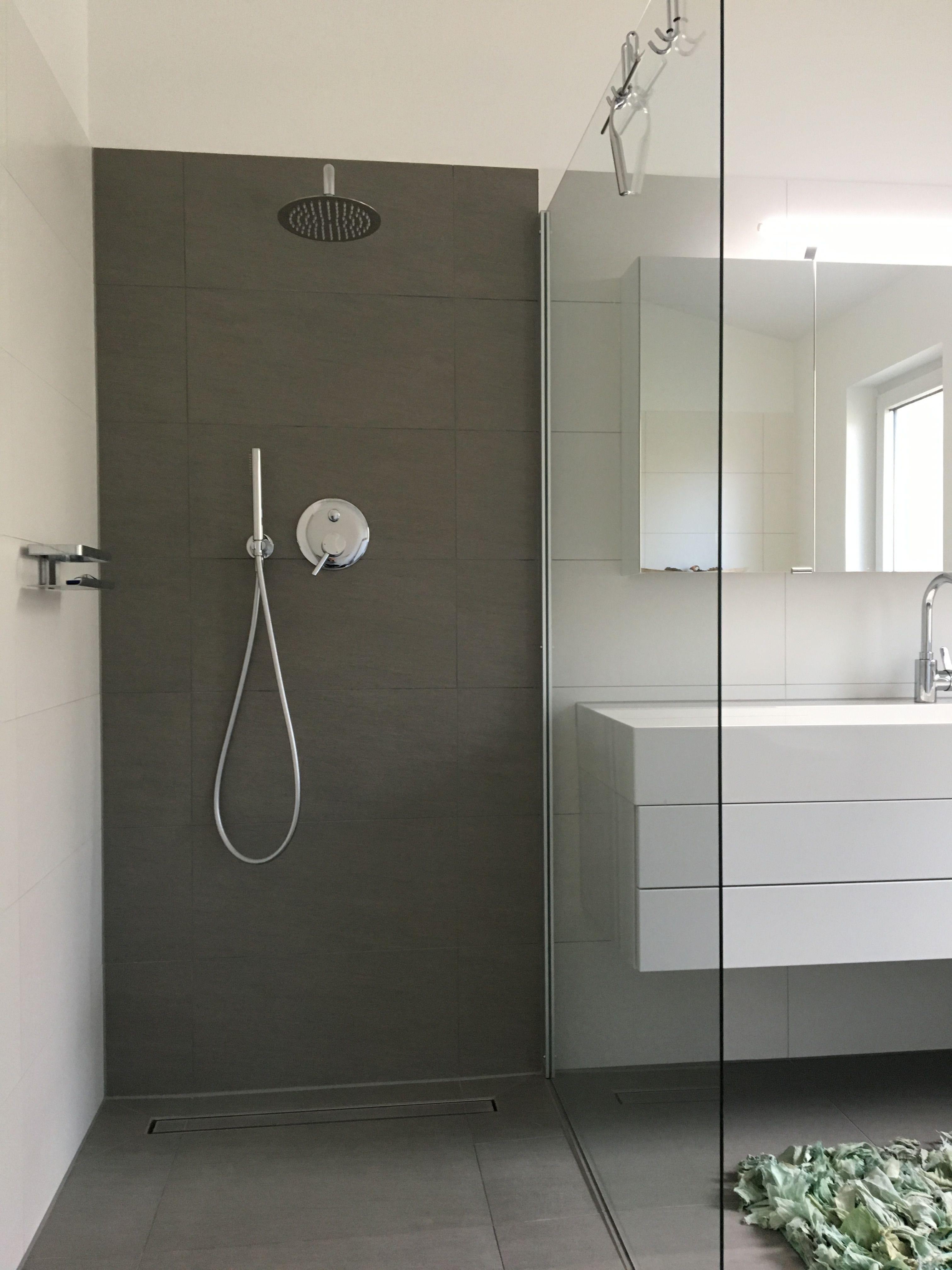 badezimmer Dusche Fliesen Wasseranschluss hinter der Wand Glaswand  1m x 120m begehbare