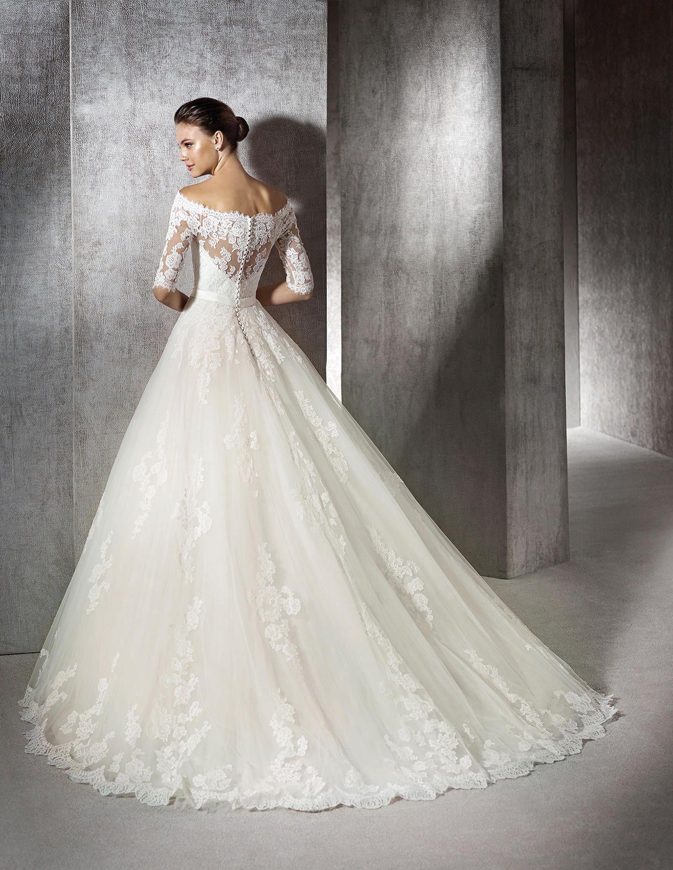 Brautkleid aus Tüll mit Spitzenapplikationen im Prinzessin-Stil ...