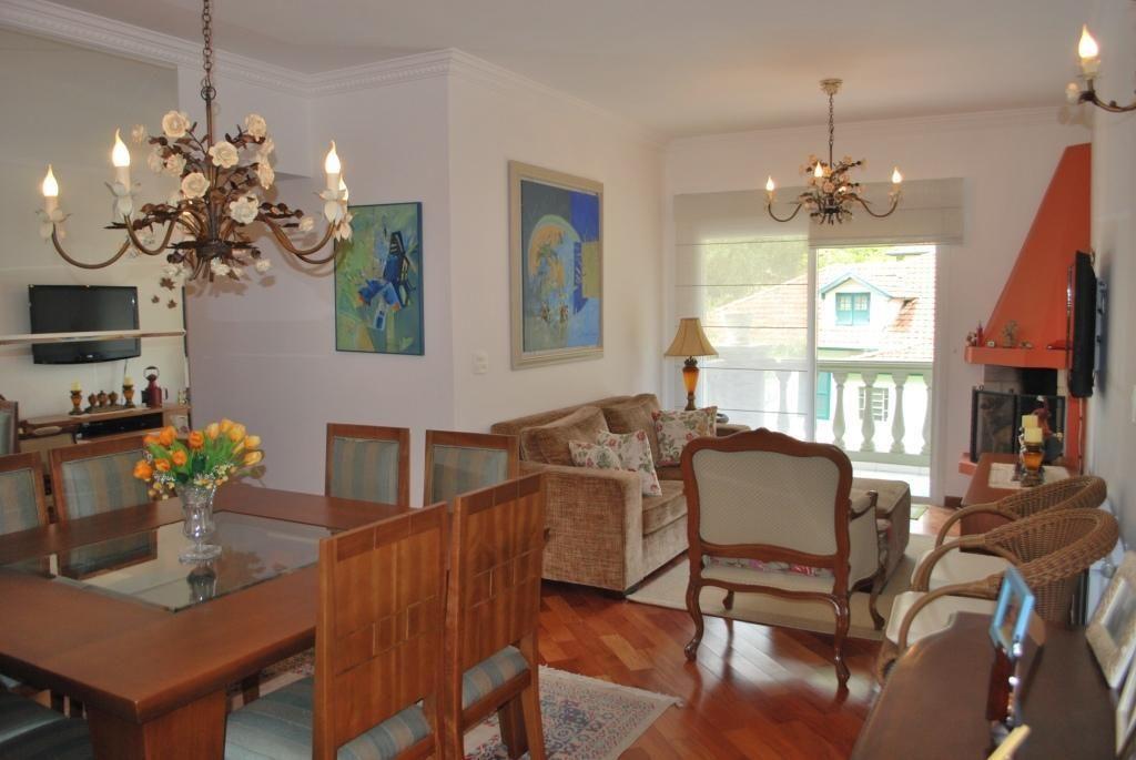 Lindo apartamento, localizado no Capivari, contendo 3 dormitórios sendo 1 suíte, sala com lareira, cozinha, banheiro, área de serviço, salão de jogos, piscina, churrasqueira, espaço gourmet, quintal, 2 vagas para carro.