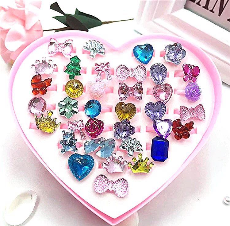 36 قطعة صغيرة الكرتون الحلوى زهرة رياض الأطفال فتاة صغيرة حلقة بلاستيكية مجموعة التظاهر اللعب الجمال موضة اللعب هدايا عيد ميلاد In 2020 Plastic Ring Candy Little Girls