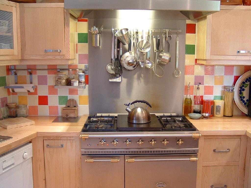 id e d co poser un carrelage mural artisanal dans la cuisine cuisine et salle manger. Black Bedroom Furniture Sets. Home Design Ideas