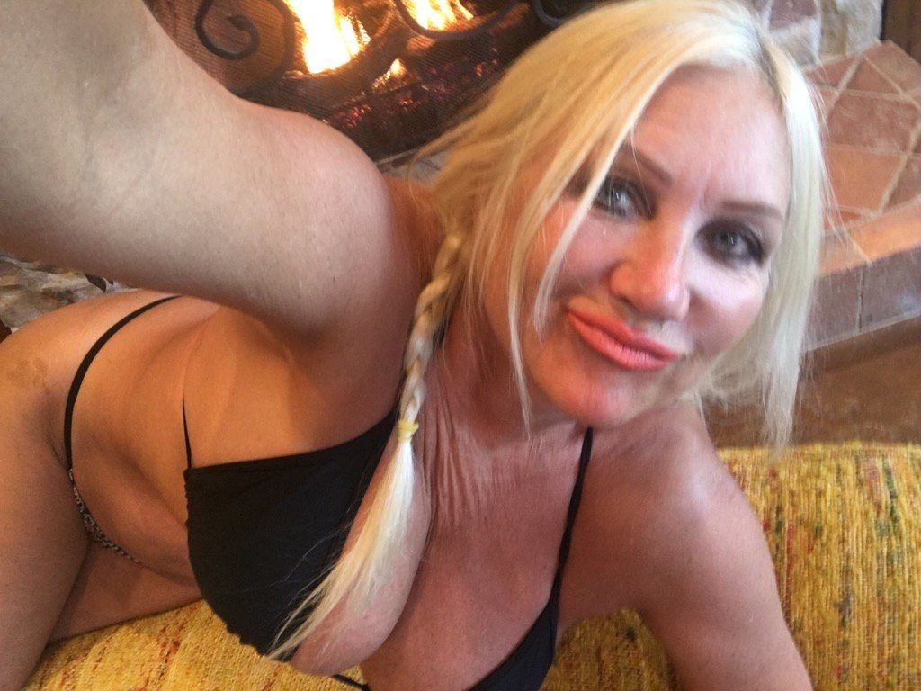 cleavage Porno Linda Hogan naked photo 2017