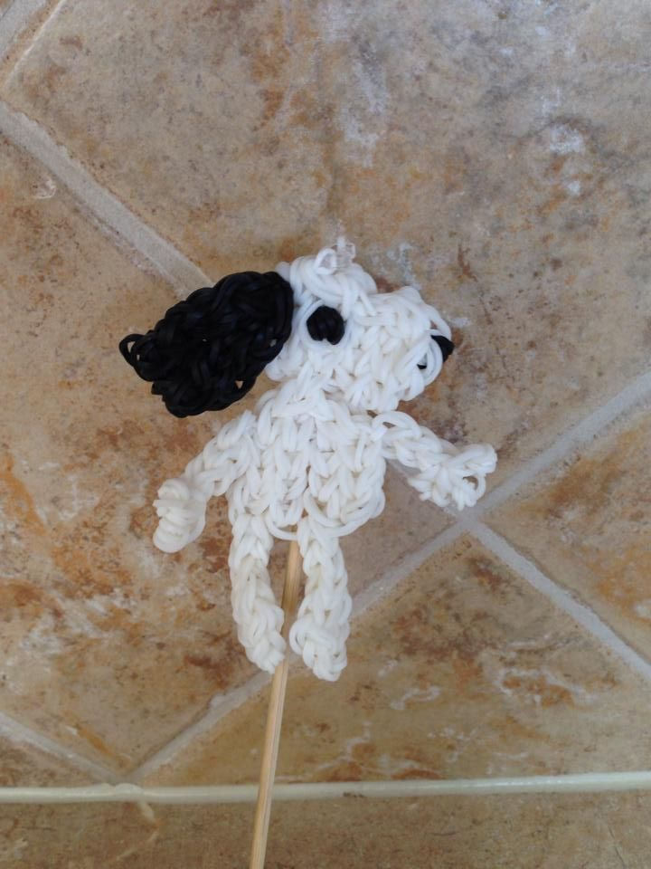 Rainbow Loom SNOOPY. Designed and loomed by Cheryl Spinelli. Rainbow Loom FB page. 03/08/14