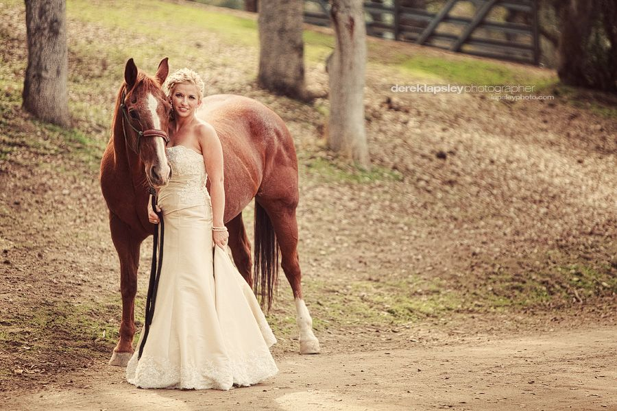 western wedding bride picture with horse country wedding