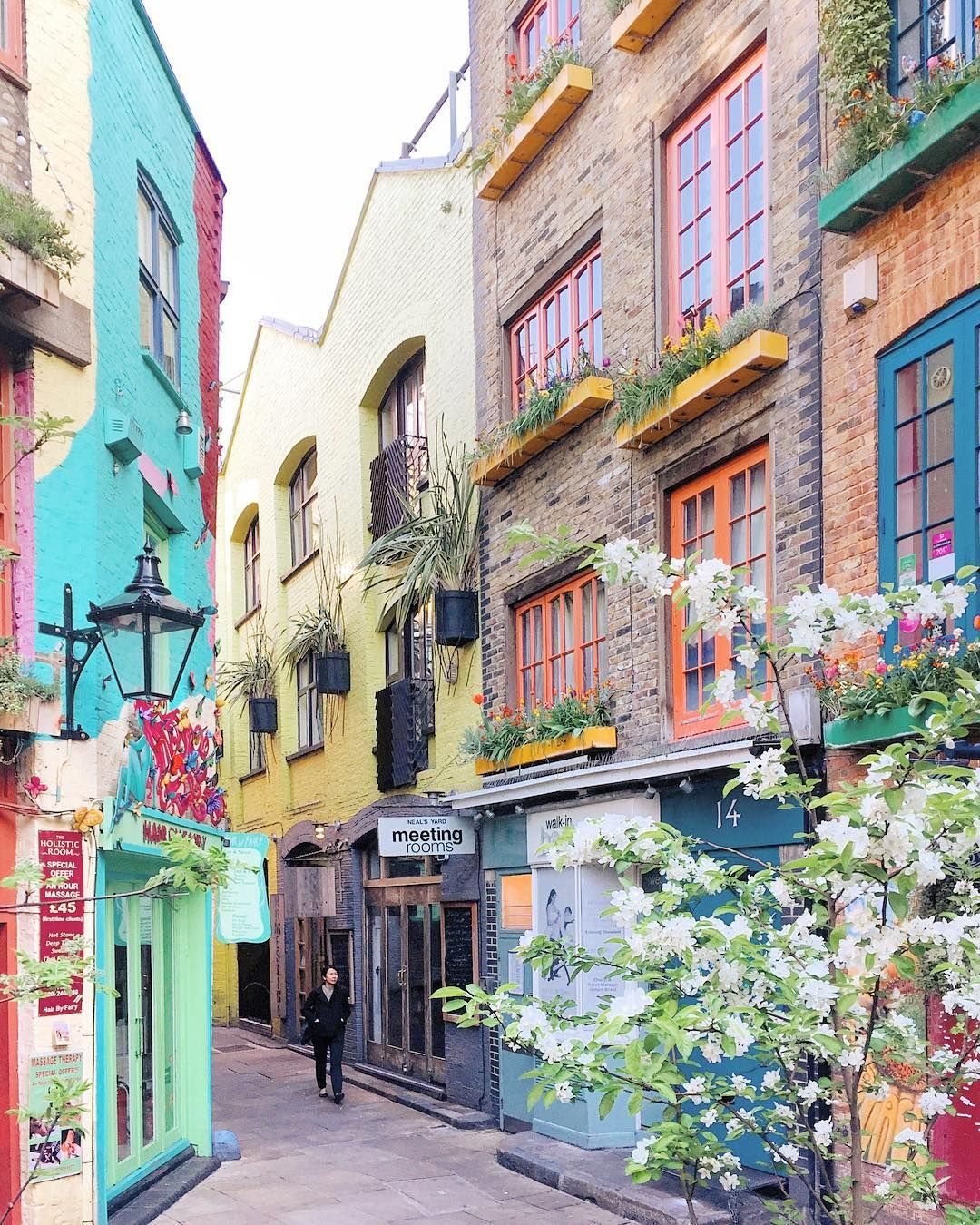 Olga (@liolaliola) Instagram-Neal's Yard always looks festive #beautifulplaces