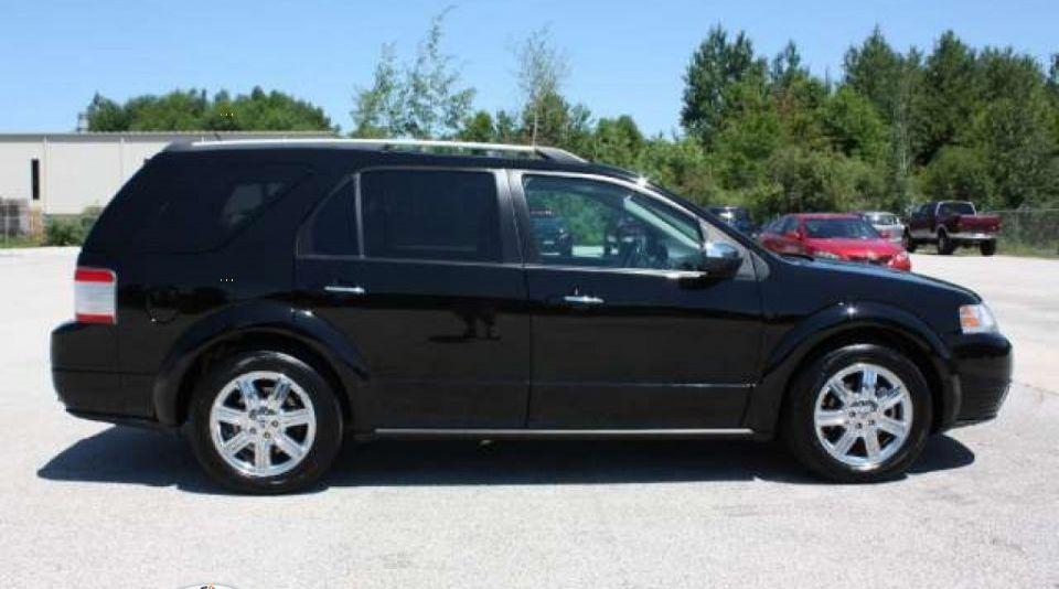 2008 FORD Taurus X Limited    i see this wagon w a set f