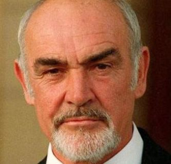Sean Connery. There is just something about this man. His voice or the way he conducts himself, I don't know but he still has a LOT of sex appeal. Lo