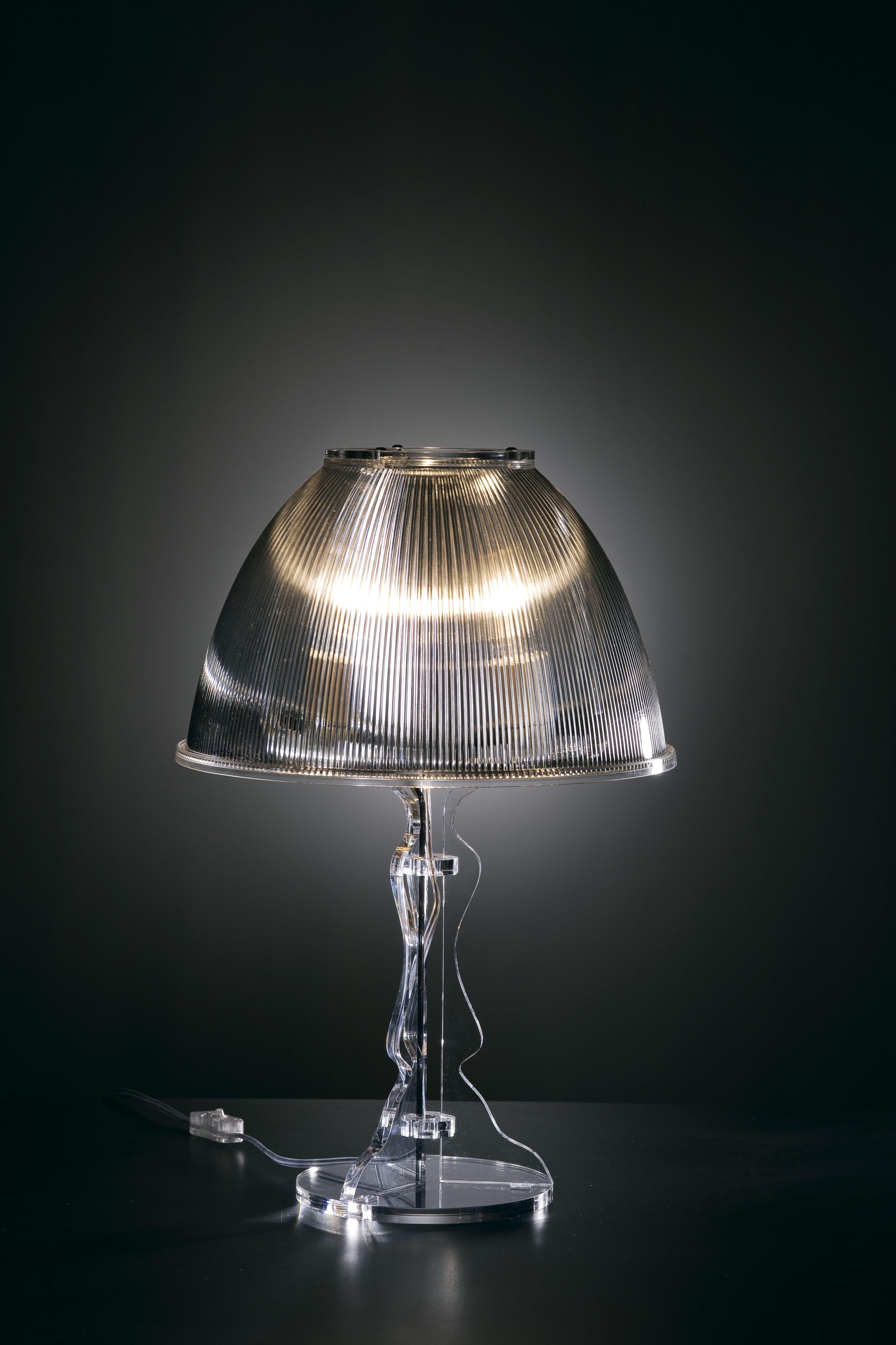 39 lady 39 di vesta raffinata lampada da tavolo in plexiglass - Lampade da tavolo in plexiglass ...