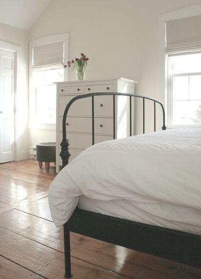 Farmhouse Decor Clean Crisp Organized Farmhouse: Simple Black And White Farmhouse Bedroom With Wood Floors